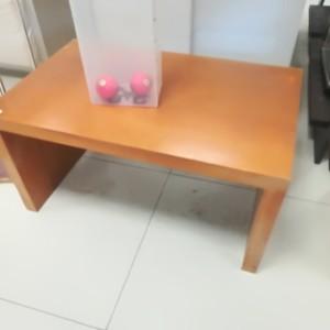 TAVOLINO LEGNO tavolino espositore in legno La tua grande attività commerciale la puoi arredare con solo un piccolo investimento economico.