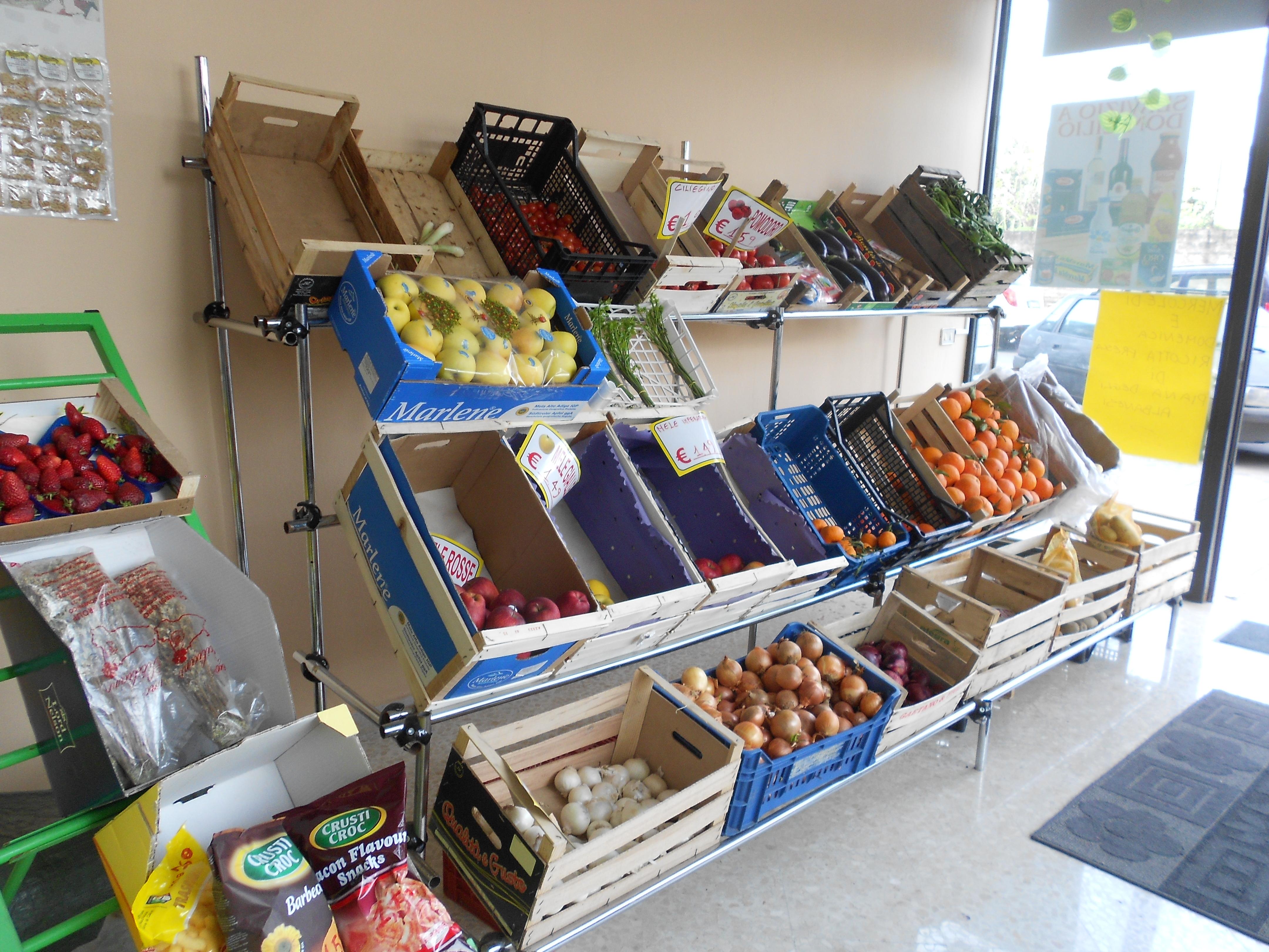 Scaffali Usati Per Negozio Di Frutta E Verdura.Espositori Frutta 2349