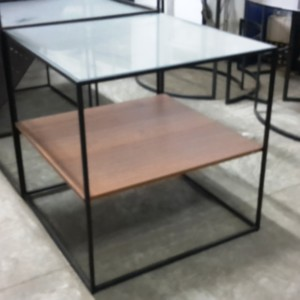 TAVOLI QUADRATI ESPOSITIVI struttura in ferro e ripiani in legno o vetro diversi formati disponibili tondi o quadrati a partire da € 100