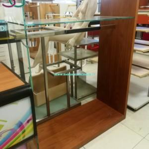 STAND IN VETRO Scaffale stand in vetro e legno modulo da 120 x 60 x 150 cm composto da struttura a elle in legno e teca vetro con un ripiano e la barra per l'appenderia in ferro cromato diversi elementi uguali al momento disponibili