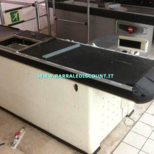 BANCO CASSA SCIVOLO colore BIANCO a € 350 Bancone composto da piano cassa e rullo automatico, vano scanner e imbuto scivolo per raccogli spesa MISURA 100 X 250 CM