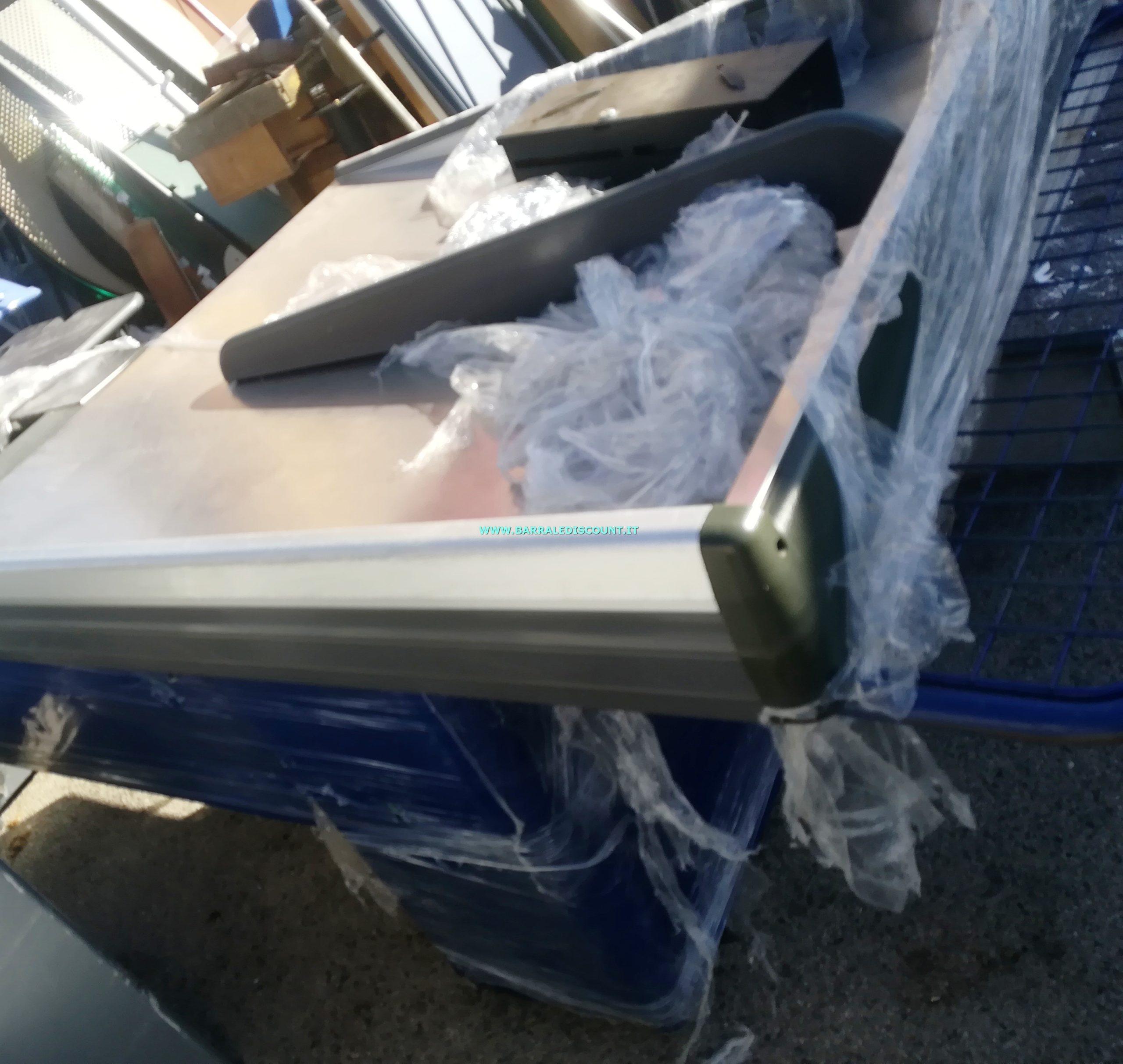 BANCO CASSA SCIVOLO due uguali disponibili MISURA 120 X 270 CM Bancone composto da piano cassa e rullo automatico, vano scanner e imbuto scivolo per raccogli spesa due uguali disponibili colore BLU a € 450 cad