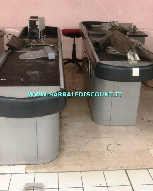 BANCO CASSA SCIVOLO 10 uguali disponibili colore grigio a € 450 cad Bancone composto da piano cassa e rullo automatico, vano scanner e imbuto scivolo per raccogli spesa DA 50 CM